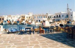 paros.jpg.El Egeo en velero. La isla de Paros, en las Cícladas.