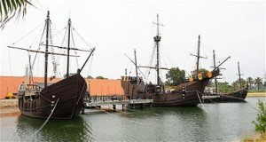 TresCarabelas.jpg.Evolución de los aparjos en los barcos: la carabela
