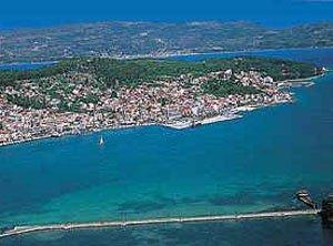 argostoli.jpg.En velero por la isla de Cefalonia. La capital: Argostoli