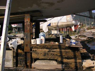 P1011100.jpg.Veleros en Grecia. Mantenimiento