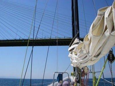 puente-2.jpg.En velero por el golfo de Corinto. Rión