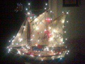 xmasboat1.jpg.Felices Navidades a todos desde Grecia en barco